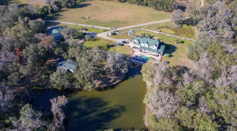 25-Country Estate Lithia